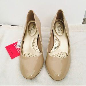 Nude Shoes Dexflex Comfort  NWT! Size 5